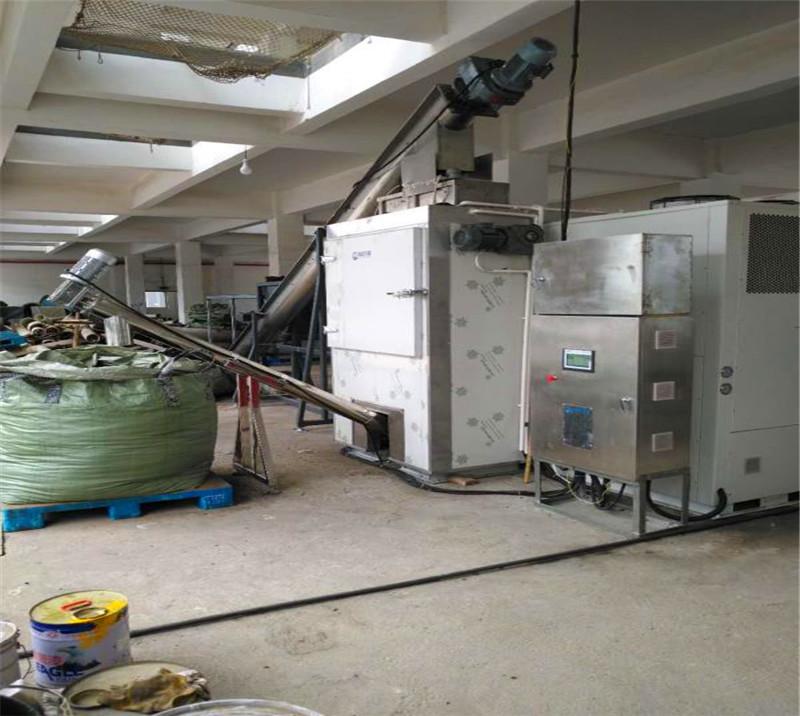 Heat pump closed box sludge drying system